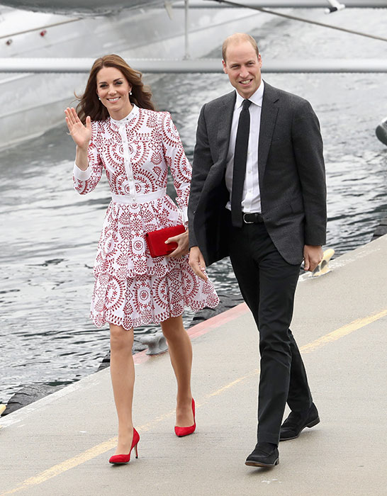 kate-holiday-style-red-white-dress